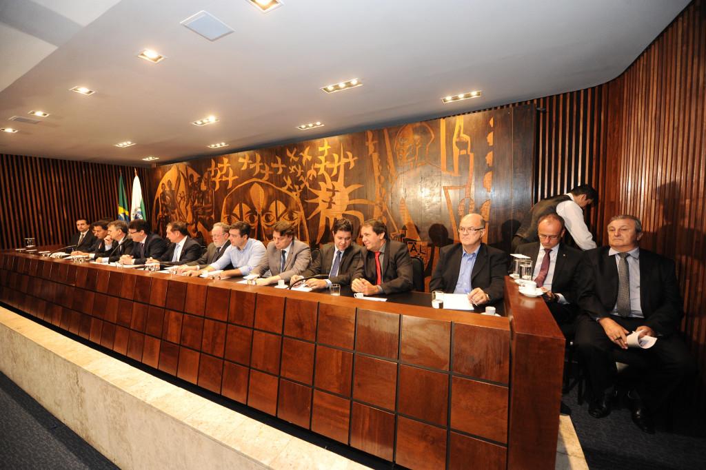 Audiência pública realizada pela Assembleia Legislativa em 28/03/2016: frente parlamentar vai exigir cumprimento final dos contratos e combater prorrogação (Foto: Pedro Ribeiro/ALEP)