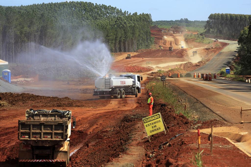 Concessionárias ainda têm 600 km de obras até 2021: pretexto para prorrogação dos contratos é falso (Foto: Arnaldo Alves/ANPR)