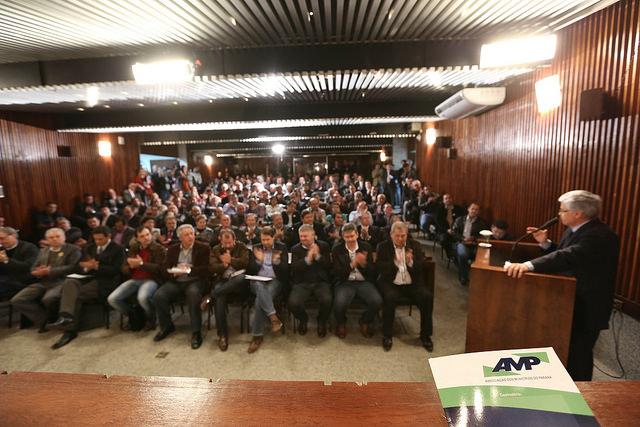 Prefeitos aplaudem o projeto apresentado pela AMP (Foto Nani Gois/Alep)