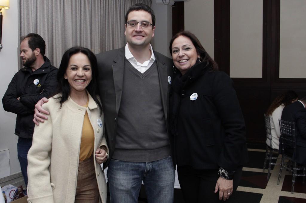 Rosane Ferreira, presidente do PV/PR e candidata a vice-governadora, Homero Marchese e sua mãe